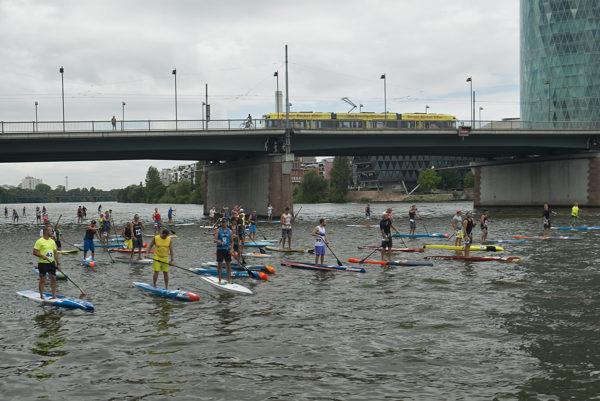 Startaufstellung des Langstrecken-Wettkampf der Herren.
